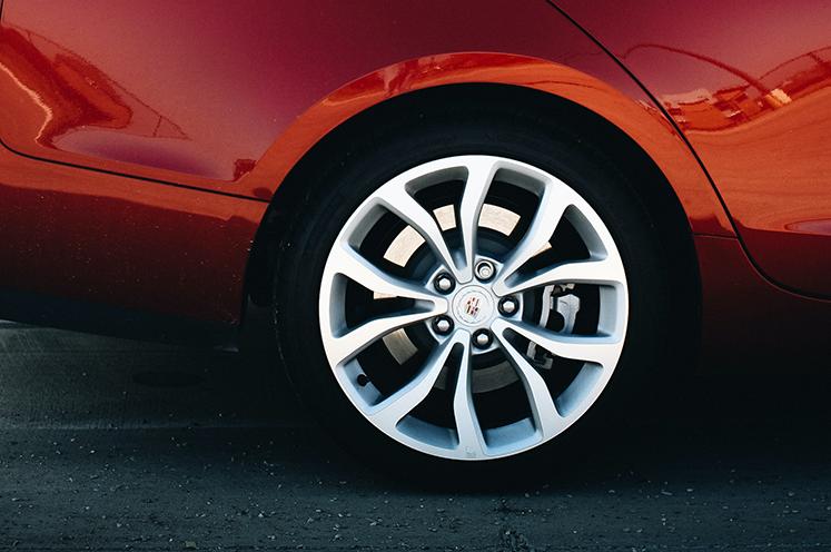 ¿Cómo comprobar la presión de los neumáticos?